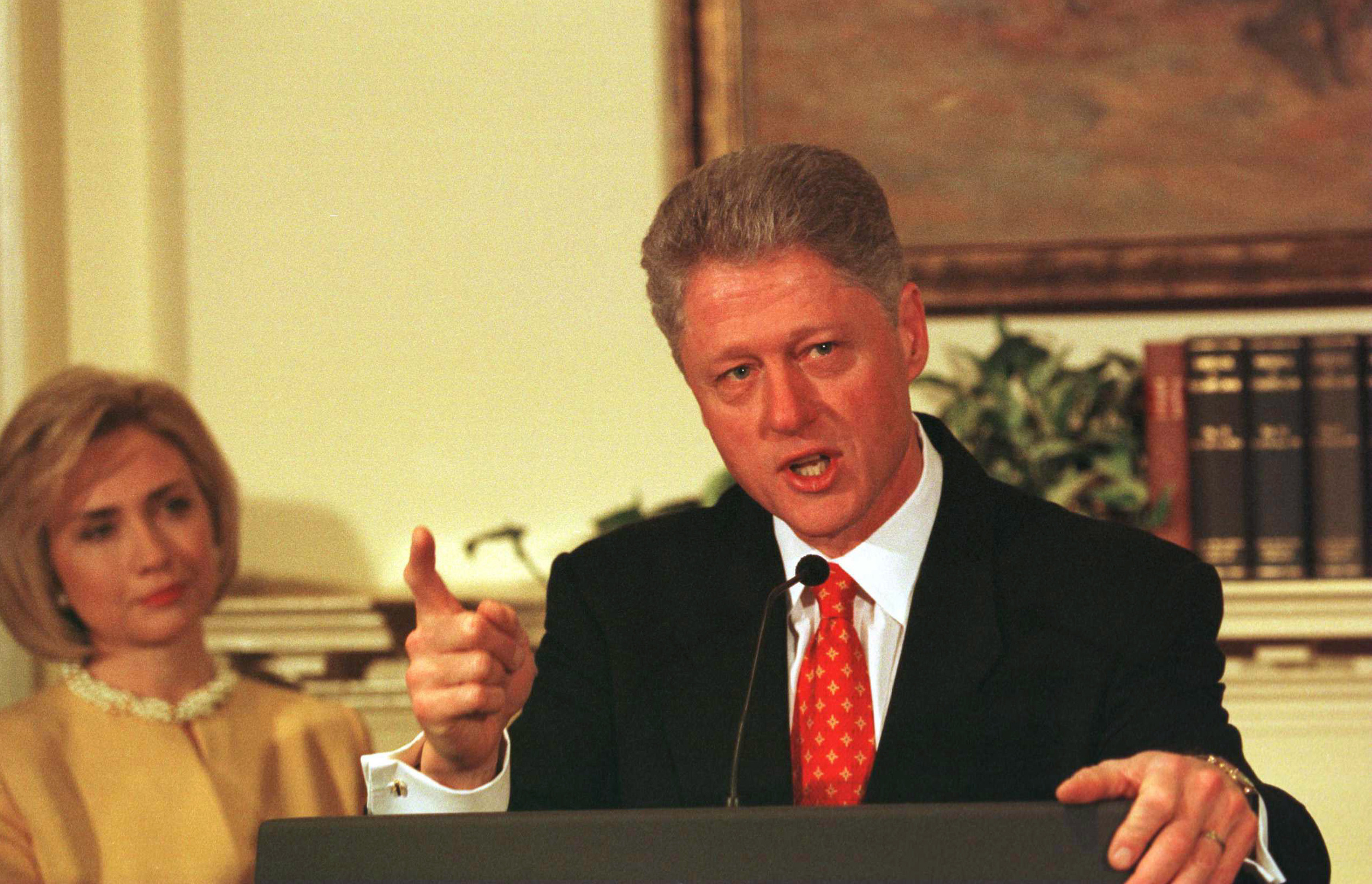 BILL CLINTON DENIES RELATIONS WITH M.LEWINSKY.
